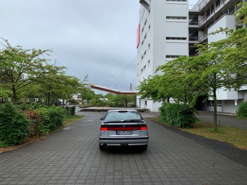 Vista dell'ingresso principale che era posto di fronte all'ensemble Eiermann