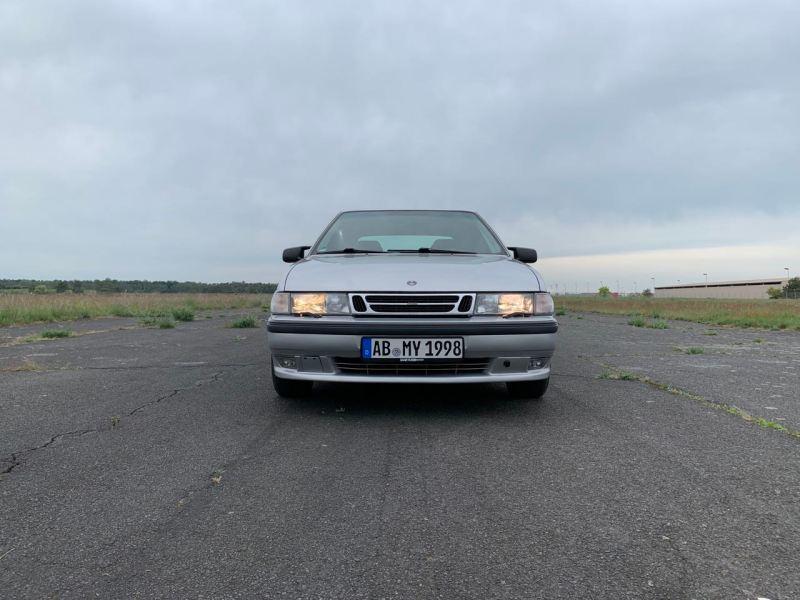 الخدوش والمزيد. أسئلة الجمال مع Saab 9000.