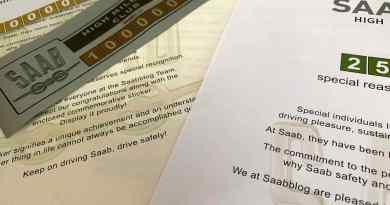 Stickers, certificaten, ideeën. De Saab High Mileage Club komt eraan.