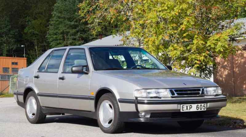 Saab 9000 CSE from 1996 in a new car condition