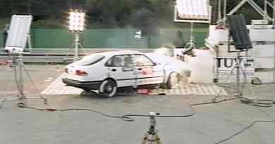 Saab 900 II im Crashtest 1994
