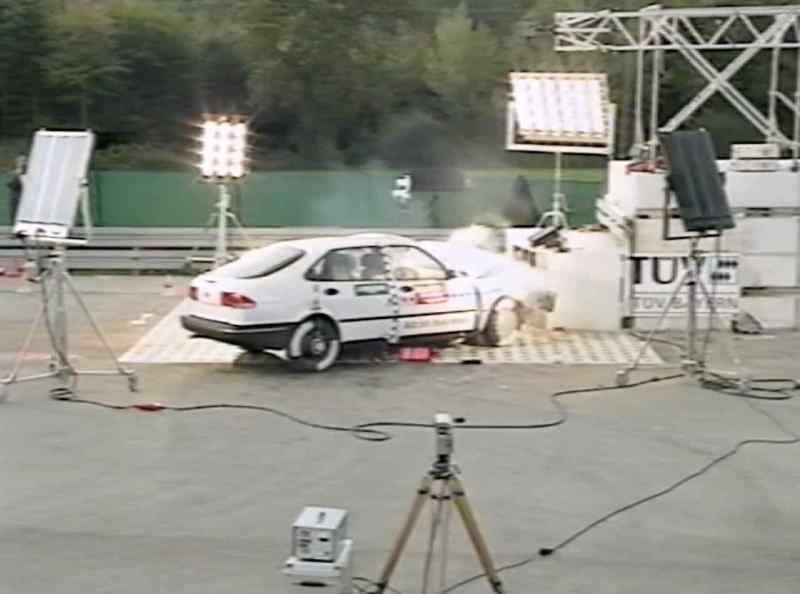 Saab 900 II nel crash test del 1994