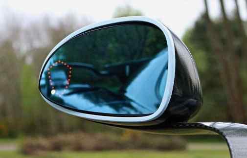 Trevligt - Koenigseggs vapensköld som kollisionsvarning