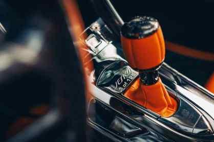 Uno dei 125 pezzi - accenti in Tang Orange Pearl