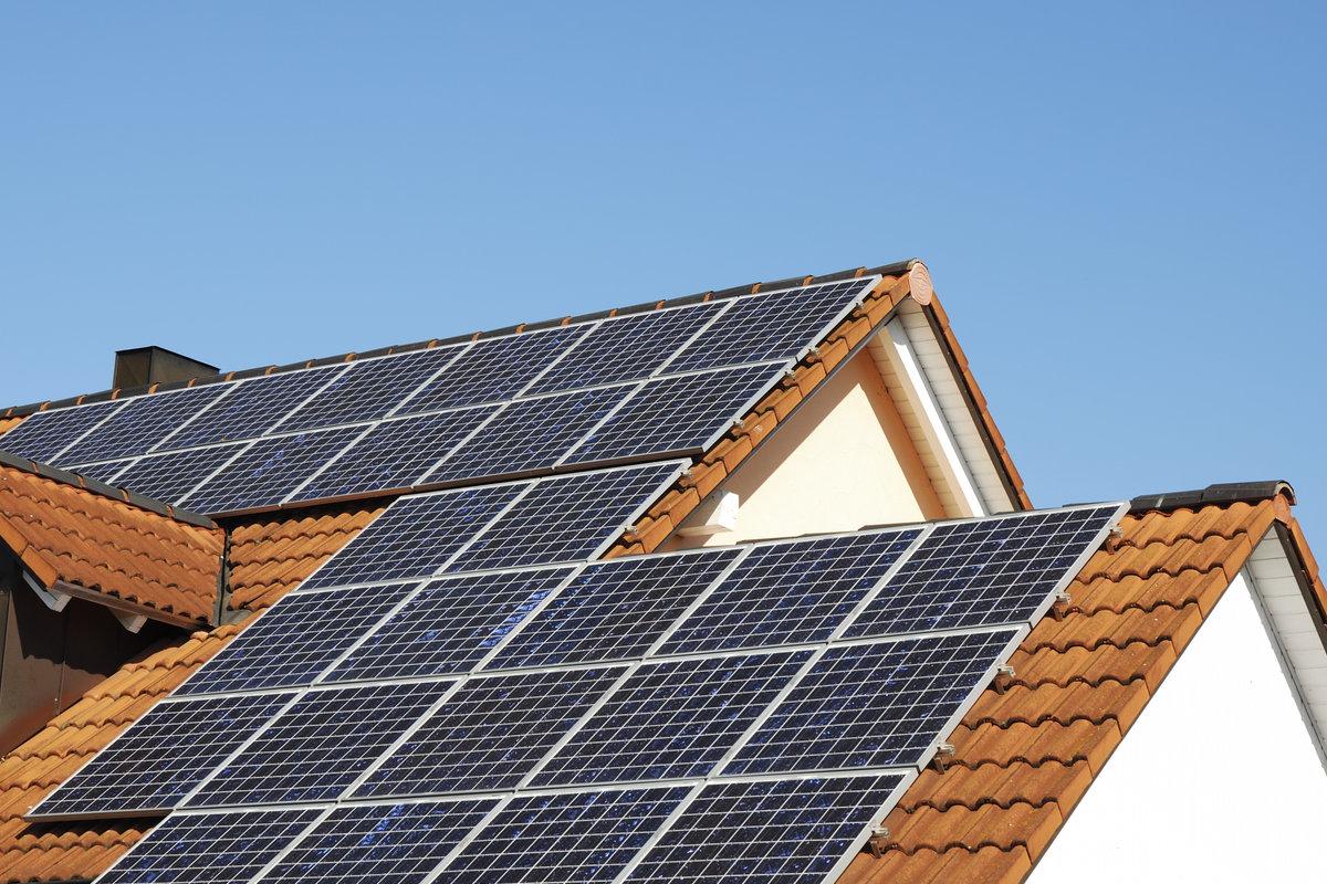 Verschil-reiniging-horizante-en-verticale-zonnepanelen