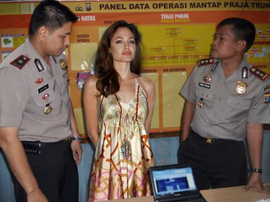 750xauto-begini-jadinya-kalau-artis-artis-hollywood-kena-razia-polisi-indonesia-1506231