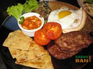 Chilli Vanilla's full Scottish breakfast with home-made baked beans. It's going to be a good day!