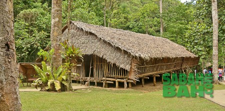 Long House similar to the Rungu Longhouse on the way to Kudat