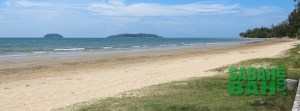 Tanjung Aru Beach is a long strip of sand on the edge of the city. Perfect for picnic, a stroll or even a dip if the weather is right.