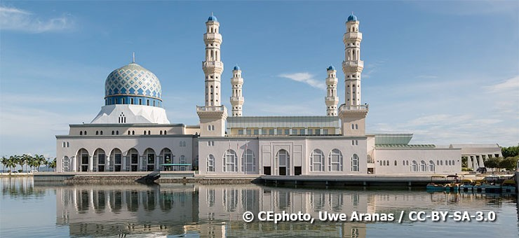 City Mosque in Kota Kinabalu, also known as the Floating Mosque - © CEphoto, Uwe Aranas / CC-BY-SA-3.0