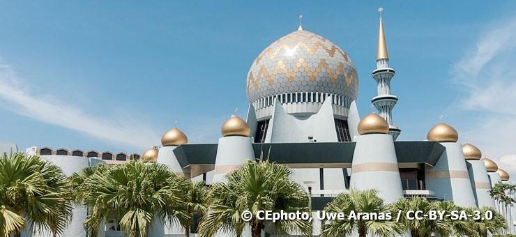 Kota Kinabalu's State Mosque near Sabah Museum - © CEphoto, Uwe Aranas / CC-BY-SA-3.0