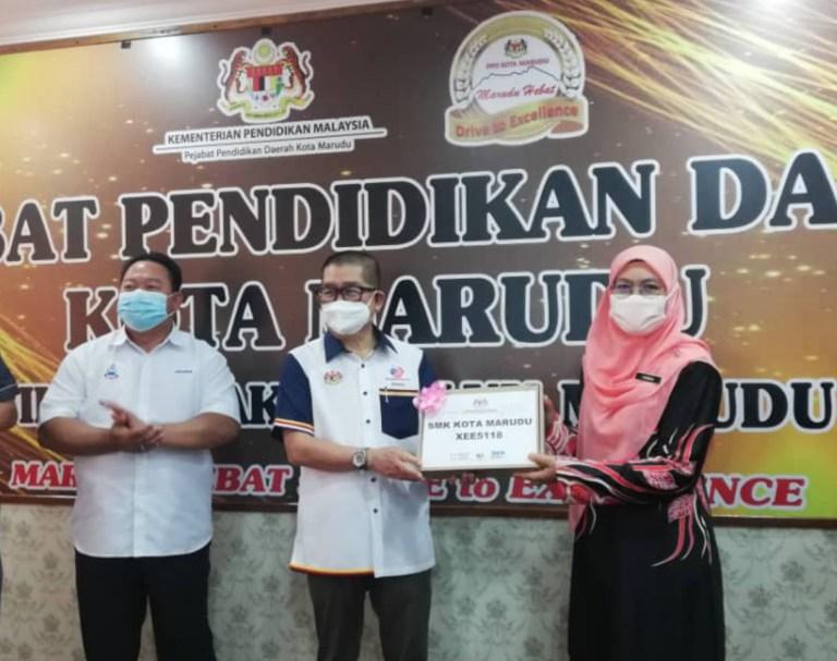 1124 Pelajar Terima Peranti Tablet Di Kota Marudu