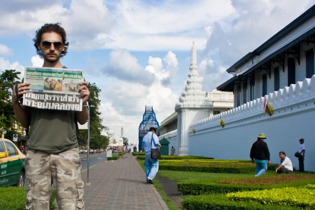 Для вас, фомы неверующие, как придурки позировали с газеткой. Можете сравнивать выпуски вот здесь: http://www.thairath.co.th/ Тайскому не обучены, но дату крупным планом сняли на видео (позже залью).