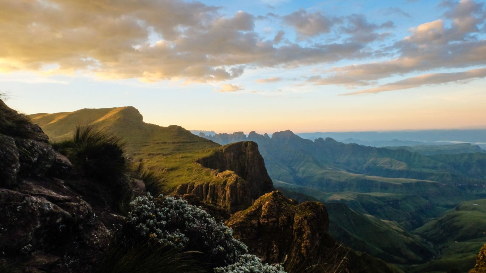 photo from the mountain plateau showing the sunset in the drakensberg mountains