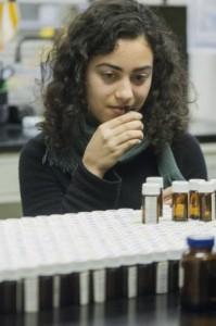 La investigación ha revelado que el olfato humano es capaz de distinguir muchísimos más olores que lo creído hasta ahora. (Foto: Zach Veilleux / The Rockefeller University)