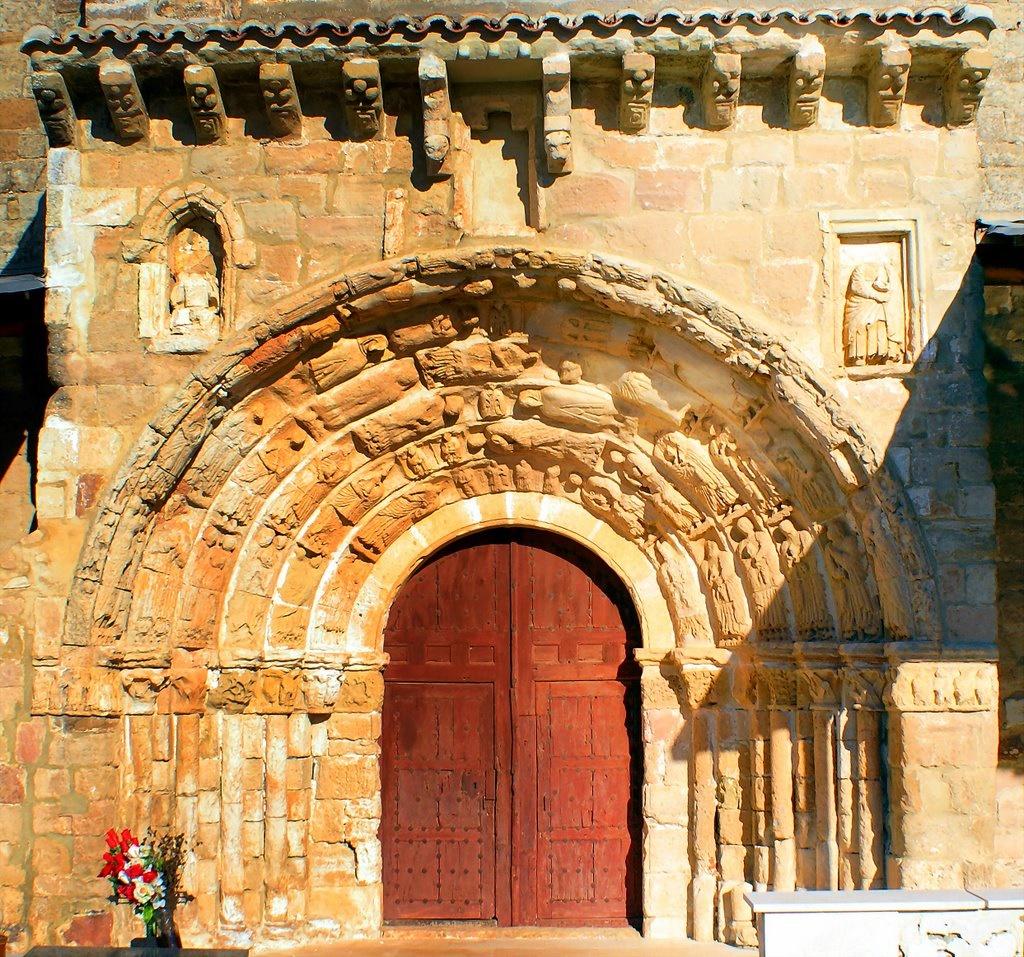 Portada románica de Santa Maria del Rey. Autor, lean56