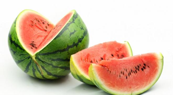 10 BEST BENEFITS OF WATERMELON FOR HAIR, SKIN, AND HEALTH