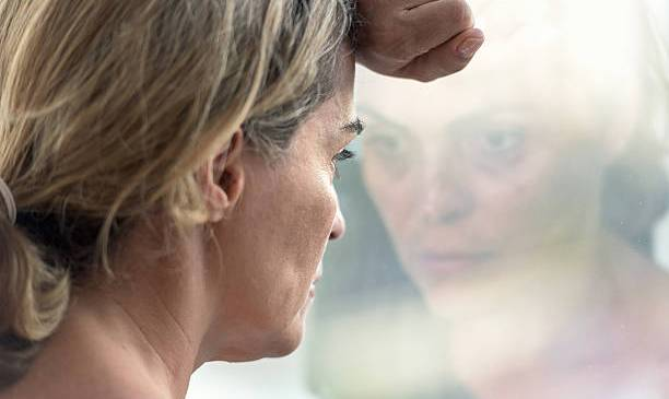 Menopause, Symptoms, Causes And Treatments In Hindi