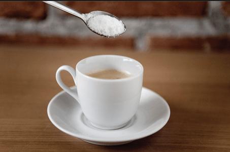 echar sal en el café