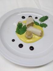 Canelones com paté de cogumelos e bechamel ao curry / Canelones rellenos con pastel de setas y salsa curry