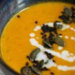 Sopa de camote (boniato), leche de coco y jengibre