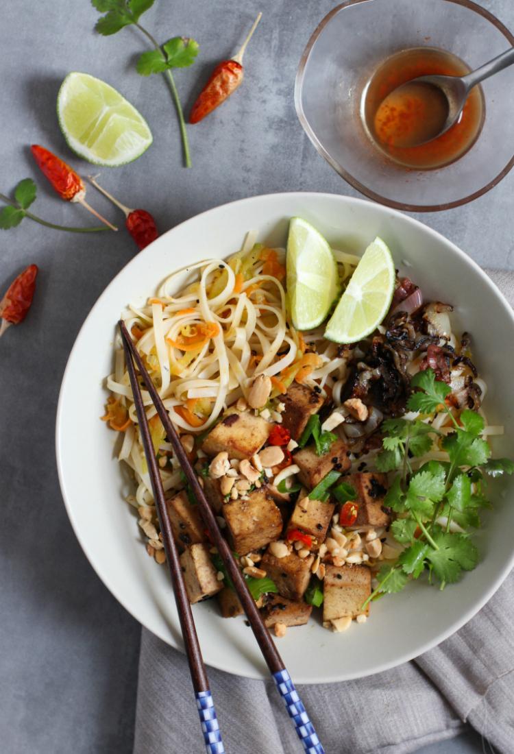 Bowl Vietnamita con noodles de arroz y tofu