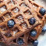 Waffles integrales de plátano y chocolate (#desafiobanana)