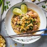 Ceviche de salmón estilo asiático con noodles crujientes