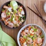 Ensalada de quinoa estilo thai con camarones y salsa de maní