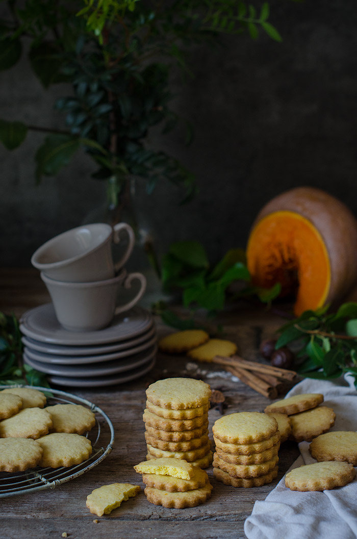 Pumpkin-Shortbread-cookies