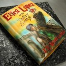 "Patel en forma de libro decorado con la imagen del libro de ""Harry Potter & the Deathly Hallow"