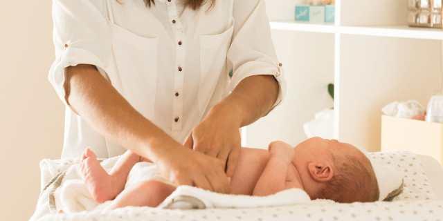 Te decimos lo que necesitas saber para el primer cambio de pañal de tu bebé