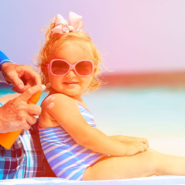 No expongas a los niños (de la edad que sea), al sol de verano