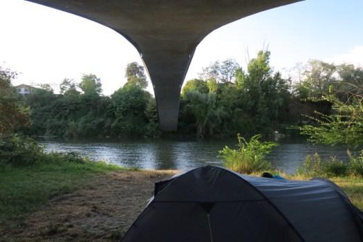 Sous le pont de Saint-Julien-sur-Garonne