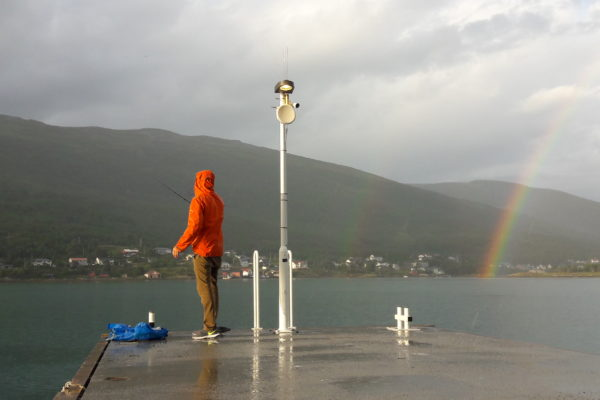Schweren Herzens verliessen wir heute Nachmittag die MS Richard With in Tromsø. Ein klein weniger schmerzlich für Migu, denn endlich konnte er wieder die Angel auswerfen. Ob die Fische eher beim schönen Regenbogen-Ende herumschwammen bleibt offen, jedenfalls landete heute kein Fisch in unserer Pfanne.