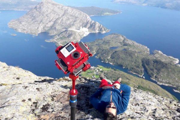 Komisch erst so gegen 17.00 Uhr für eine Wanderung aufzubrechen. Doch in Norwegen ist dies im Sommer aufgrund der langen Tage durchaus möglich. Belohnt wurden wir mit einer herrlichen Abendstimmung auf dem Risnesnippa (777 M.ü.M.) über dem Sognefjord.