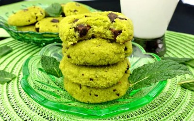 Paleo Super Soft Mint Chocolate Chip Cookies (Naturally Dyed!)