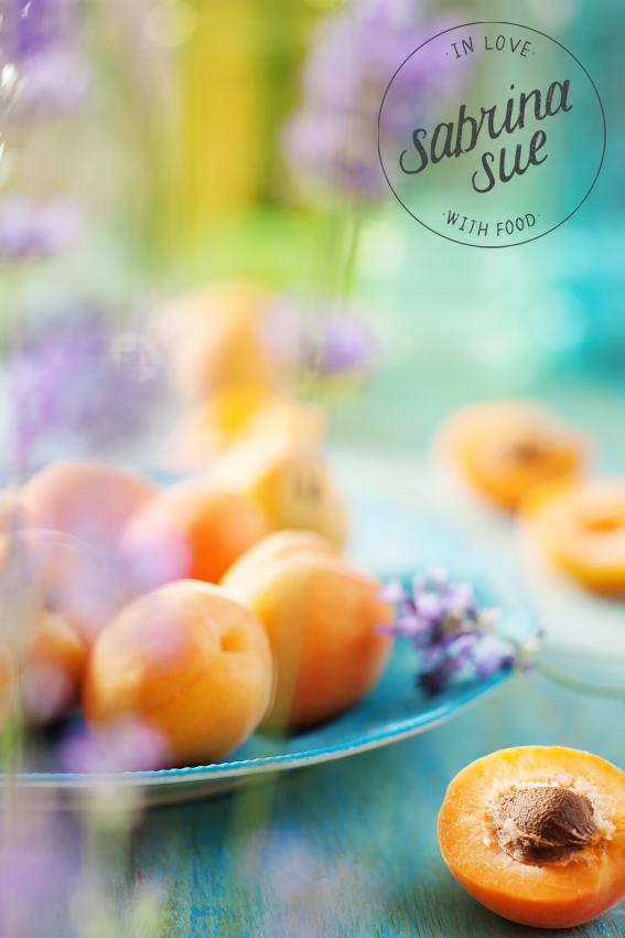 Aprikosen und Lavendel