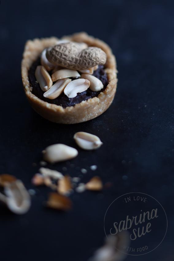 Raw Peanut Caramel Pie