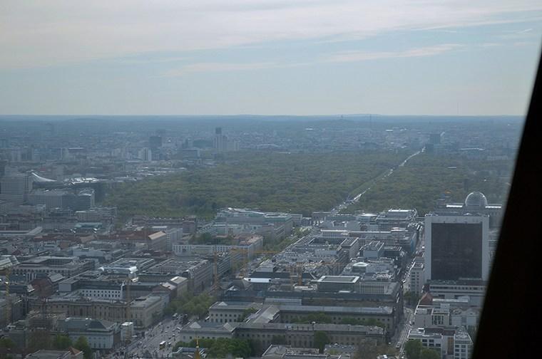 Do you see the Brandenburg gate?