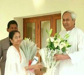 L-R Mamata Banerjee and Naveen Patnaik (20.4.17)