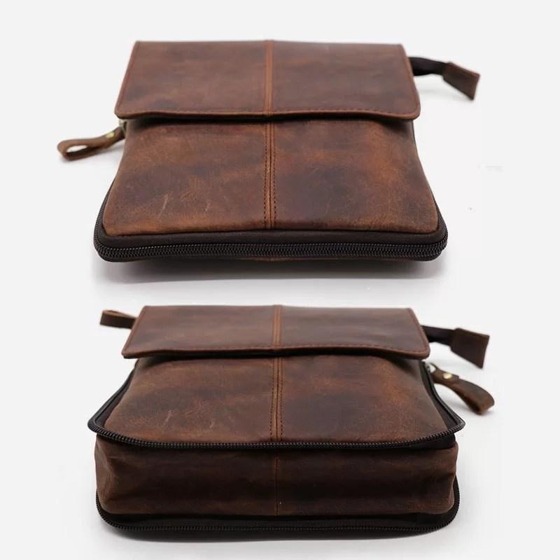 Détails de la coupe et de la forme du petit sac bandoulière pour homme en cuir véritable marron pleine fleur de vachette.