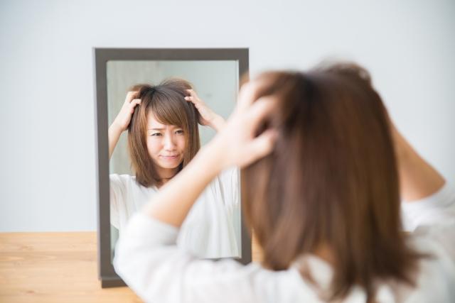 びまん性脱毛症の原因とは?症状と対策を詳しく紹介します