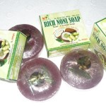 xa-bong-trai-nhau-be-the-rich-noni-soap-natural-soap-1