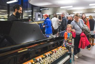 pratende piano tijdens stormopkomst 2016