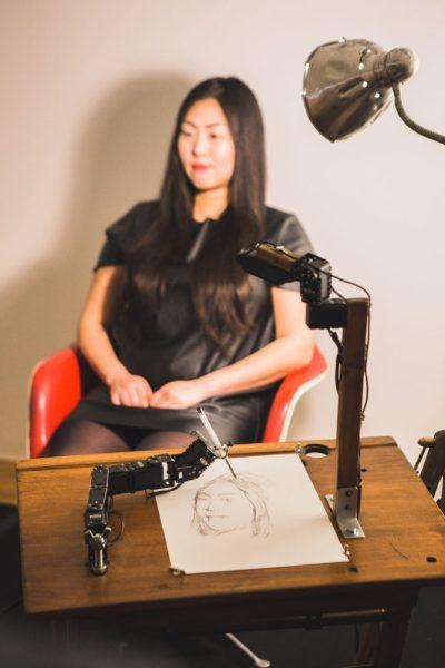 robot tekent portret tijdens mens en machine expo in de warande 2016