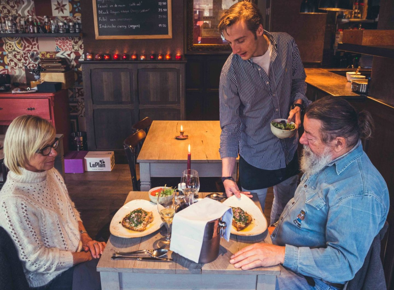 Brugge fotografie De Verloren Hoek brasserie Sacha Jennis in opdracht Le Monde
