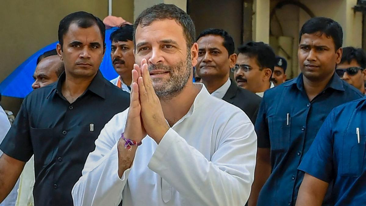 राहुल गांधी को इंग्लिश पर लेक्चर देने वालों को खुद क्लास लेने की जरूरत है