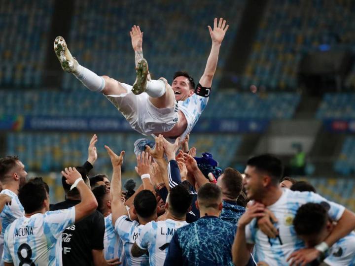 Lionel Messi Shirtless dance Video: ऐतिहासिक जीत के जश्न में डूबे लियोनल मेसी, ड्रेसिंग रूम में किया 'शर्टलेस' डांस, VIDEO VIRAL