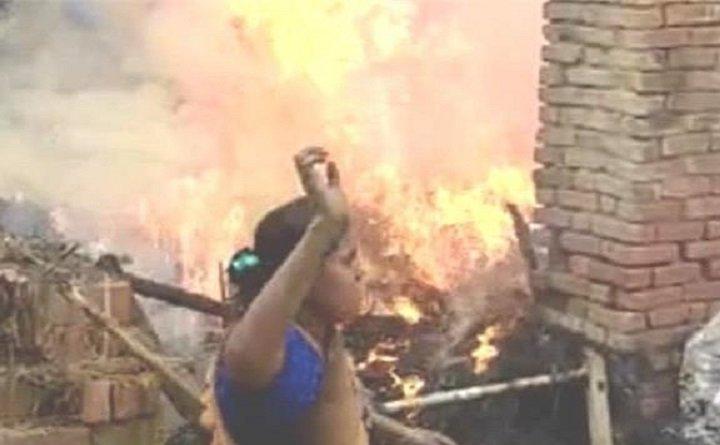 चंदौली: लाठी-डंडों से लैस दबंगों का दलित बस्ती में कहर, घरों को लगाई आग, महिलाओं से बदसलूकी